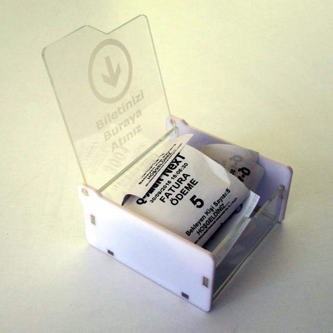 bilet toplama kutusu beyaz